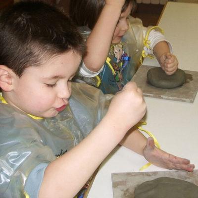 Corsi d'arte per bambini di lavorazione dell'argilla, Laboratorio ArtiBus Vasto