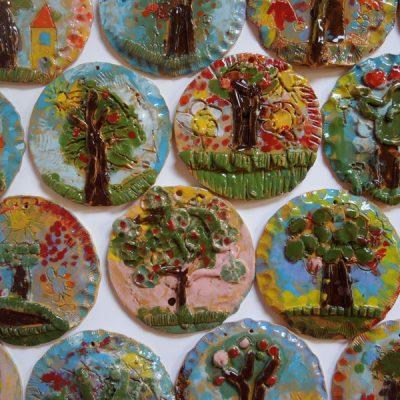 Albero di primavera in ceramica per la Pasqua, scuola dell'infanzia