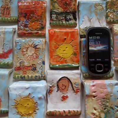 Portacellulare in ceramica per la festa del papà, scuola dell'infanzia