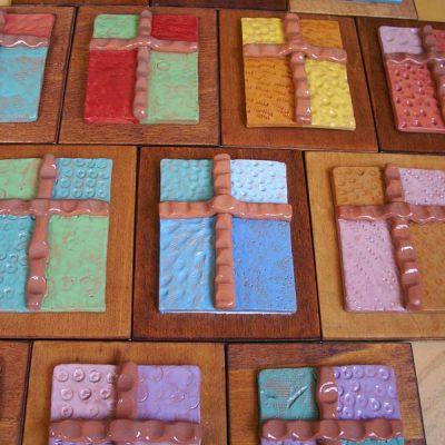 Croci in ceramica, bomboniera per la Prima Comunione