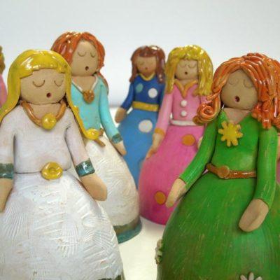 Damine in ceramica, bomboniera  d'artista per la Prima Comunione