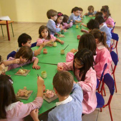 Decorazione ceramica nella scuola dell'infanzia