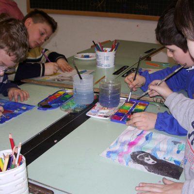 Ambientafigura con gli acquerelli nella scuola primaria di San Salvo
