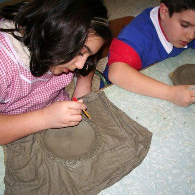 Lavorazione dell'argilla nella scuola primaria di San Salvo con ArtiBus