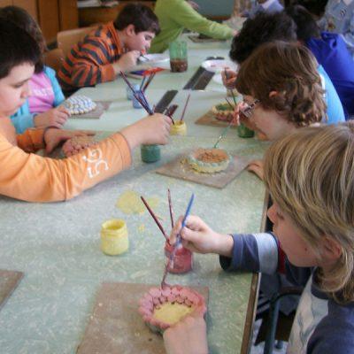 Decorazione ceramica nella scuola primaria di San Salvo con ArtiBus