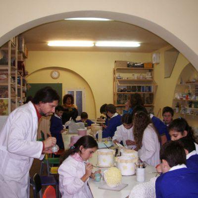 Decorazione ceramica di un presepe monumentale presso il nostro laboratorio, bambini della scuola primaria di San Salvo