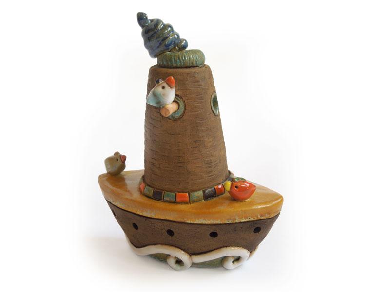 Nave - Campanelle a cono in ceramica realizzate e dipinte a mano dal laboratorio ArtiBus di Vasto