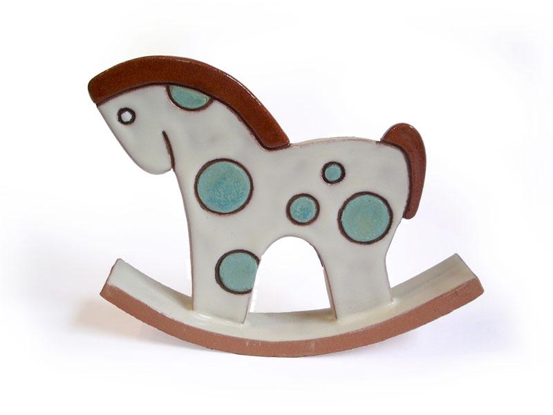Cavallo a dondolo in ceramica. Bomboniera battesimo