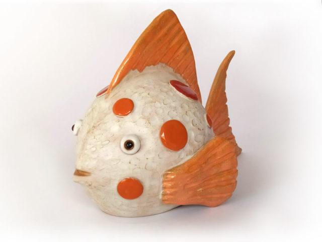 pesce in ceramica a forma di sfera